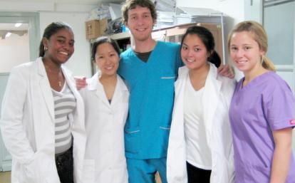 アルゼンチンの病院で医療を学ぶ高校生ボランティア